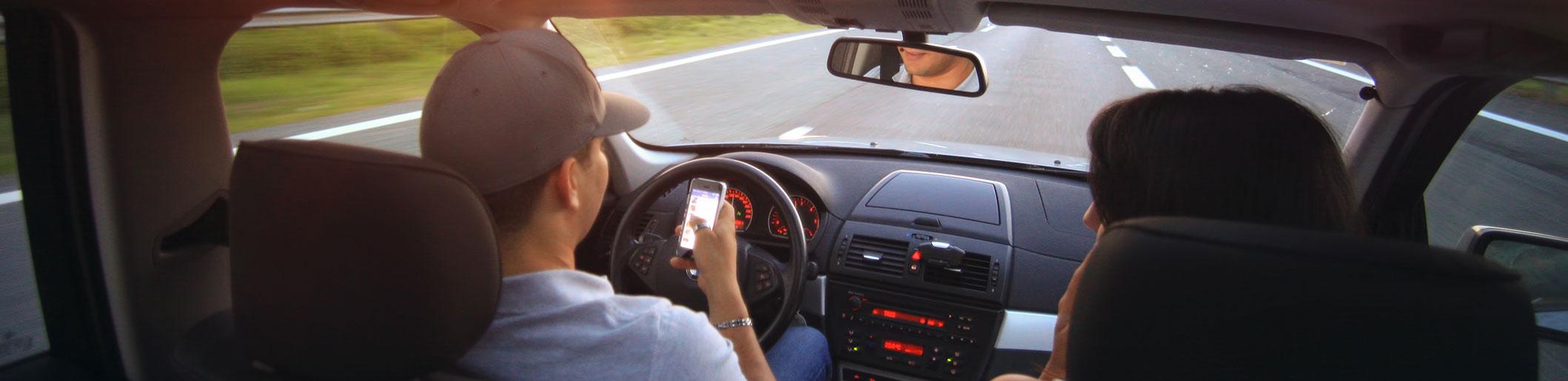 """""""Smartphonegebruik in de auto harder aanpakken""""   LetselPro"""