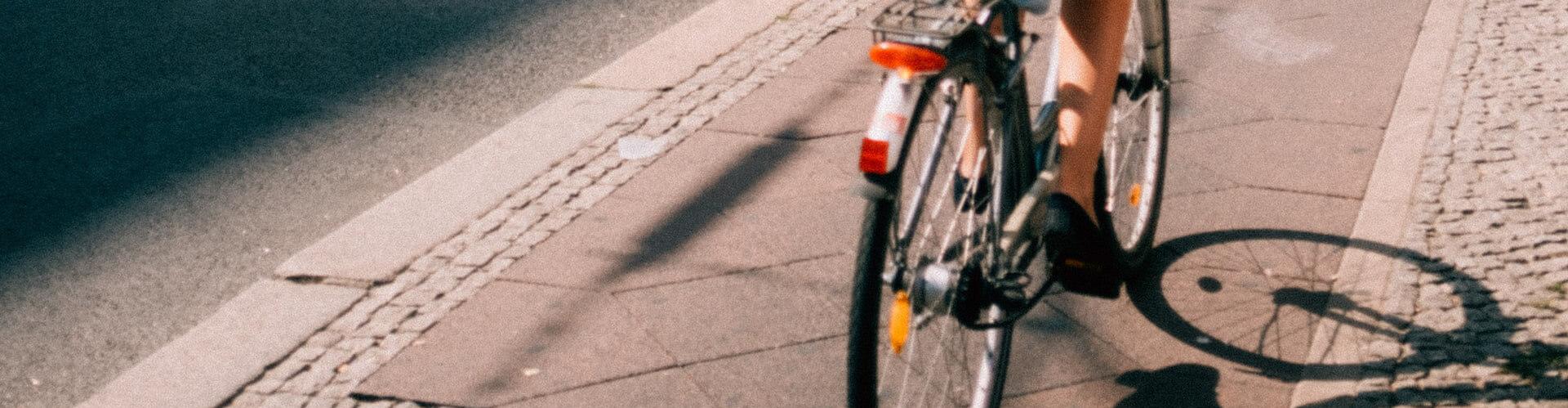 Gemeente aansprakelijk voor eenzijdig fietsongeval door putdeksel | LetselPro